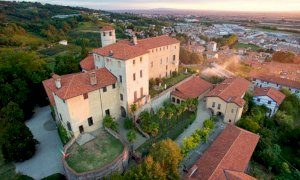 Al Castello della Manta aperitivi in giardino e in musica