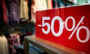Saldi al via il 25 luglio, le perplessità dei commercianti: ''Così si confonde la clientela''
