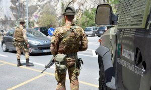 Militari in spiaggia a Ventimiglia, l'Esercito risponde: 'Nessun pattugliamento tra i bagnanti'
