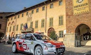 Motori accesi per la partenza del 14esimo Rally di Alba a Cherasco