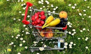 Frutta, volano i prezzi nel carrello della spesa: +8% anche nella Granda