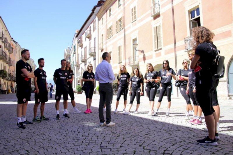 Cuneo, l'assessore Serale ha fatto da Cicerone alle atlete della Bosca San Bernardo