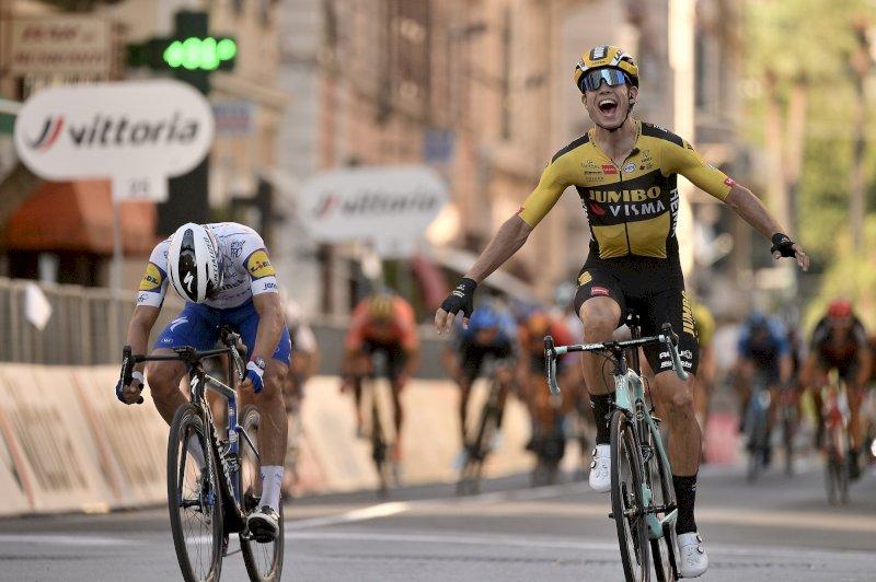 Wout Van Aert vince la 111esima edizione della Milano-Sanremo