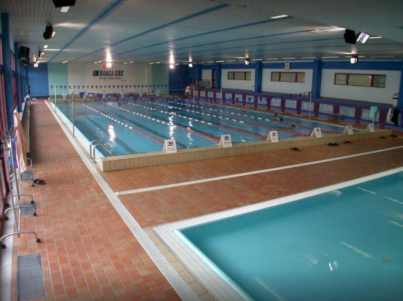 Una cuffia per 'salvare' le piscine piemontesi: parte la challenge #centralacuffia