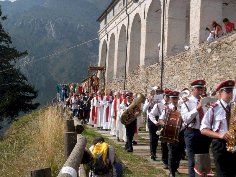 Castelmagno, la festa patronale nel ricordo dei cinque giovani morti nell'incidente