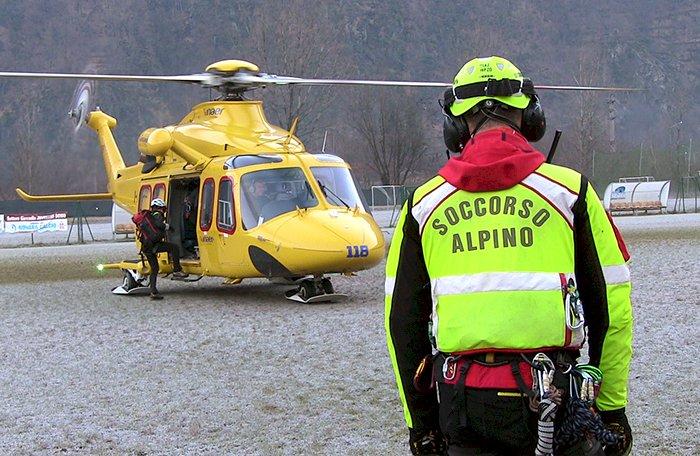 Bimbo ferito lungo la strada per il rifugio Genova, interviene il Soccorso Alpino