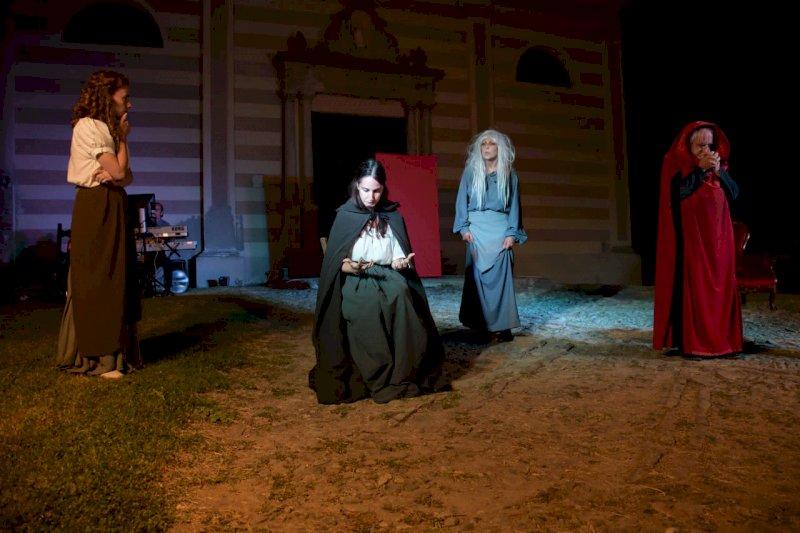 Giovedì 27 a Cortemilia lo spettacolo 'Streghe. Una storia di terrore, violenza e potere a Spigno'