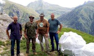 Gli Alpini ripuliscono il rifugio Sandro Comino a Roccaforte Mondovì