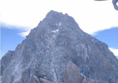 Alpinista s'infortuna a un ginocchio mentre scende dal Monviso, recuperato dal Soccorso Alpino