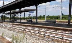 Cavallermaggiore, alla stazione nuove barriere per limitare l'attraversamento di binari