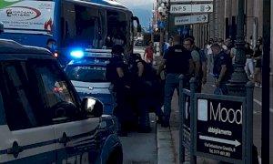 Cuneo, paura in corso Nizza: commessa presa in ostaggio e minacciata con un coltello