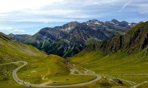 C'è la ciclo scalata al colle dell'Agnello, strada chiusa domenica 6 settembre