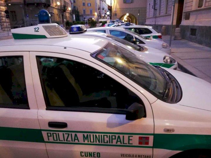 Cuneo, in corso Giolitti una rissa finisce a coltellate: denunciati in tre