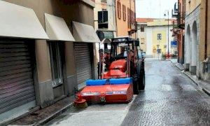 Busca, lavori di pulizia nelle strade del centro