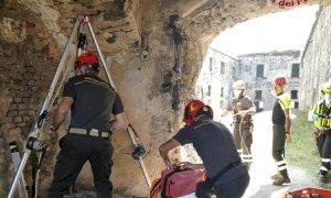 Limone Piemonte, escursionista cade in un fossato: salvata dai vigili del fuoco