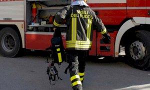 Incendio in un campo a Busca, intervento dei Vigili del Fuoco