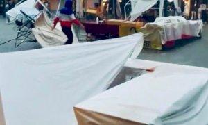 Saluzzo, il vento e la pioggia fermano 'Negozi in strada' (VIDEO)