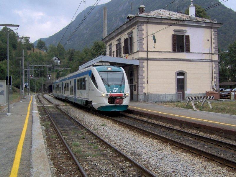 Un treno in transito a Vernante