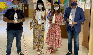Cento flaconi di gel igienizzante donati all'istituto comprensivo 'Carducci' di Busca