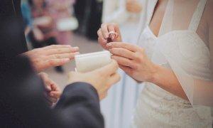 'Nessun lancio di oggetti al matrimonio di Vinadio, solo qualche intemperanza da un invitato'