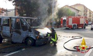 Saluzzo, furgone a fuoco in via Spielberg