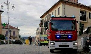 Automobile travolge un gruppo di persone nel centro di Monforte d'Alba: c'è una vittima