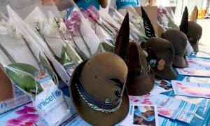 Bra, gli Alpini vendono le orchidee Unicef in via Cavour