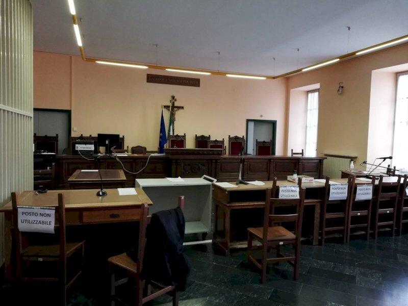 Una rete di 'favori' inspiegabili nella vicenda che ha portato la madre di Renzi a processo a Cuneo