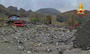 Auto a GPL sepolte dai detriti a Limonetto dopo l'alluvione: intervengono i pompieri