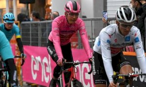 È il giorno della Alba-Sestriere: il Giro d'Italia arriva in Granda per dimenticare le polemiche