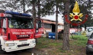 Pompieri in azione per l'incendio in un capannone a Savigliano