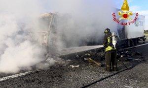 Tir in fiamme sulla Torino-Savona, traffico bloccato verso la Liguria