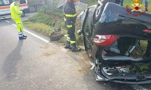 Esce fuori strada lungo la Statale 28 e si ribalta, ferito un automobilista