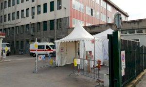 Si lavora per evitare che gli ospedali vadano in tilt per i ricoveri di pazienti Covid-19
