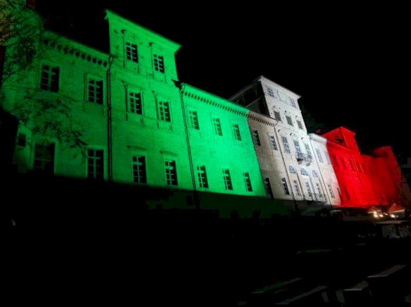 Egea illumina il Castello di Magliano Alfieri con il Tricolore