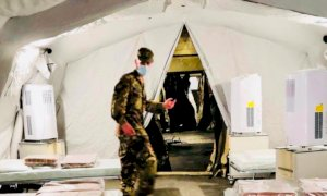 Cuneo, montata all'ospedale una nuova tenda militare per far fronte all'emergenza sanitaria