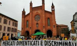Anche ad Alba la protesta contro la sospensione dei mercati non alimentari