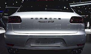 Vende una Porsche Macan e riceve un assegno falso da 67mila euro: in due a processo per truffa