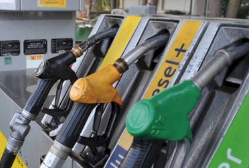 Protestano i benzinai: dal 30 novembre chiudono i distributori in autostrada