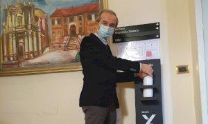 Bra, Arpa dona al Comune 25 dispenser igienizzanti