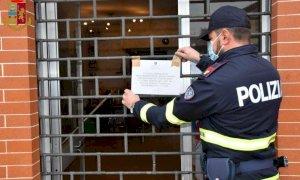 Santa Vittoria d'Alba, coppia di spacciatori aveva in casa cocaina, 18mila euro in contanti e una pistola rubata