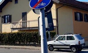 Borgo San Dalmazzo, abbattuto un palo dell'illuminazione pubblica: la Municipale cerca testimoni
