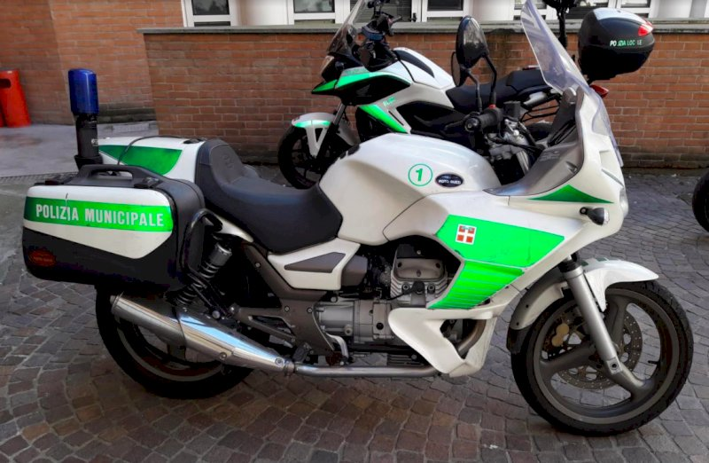 Il Comune di Alba mette all'asta un Ducato e due moto della Municipale