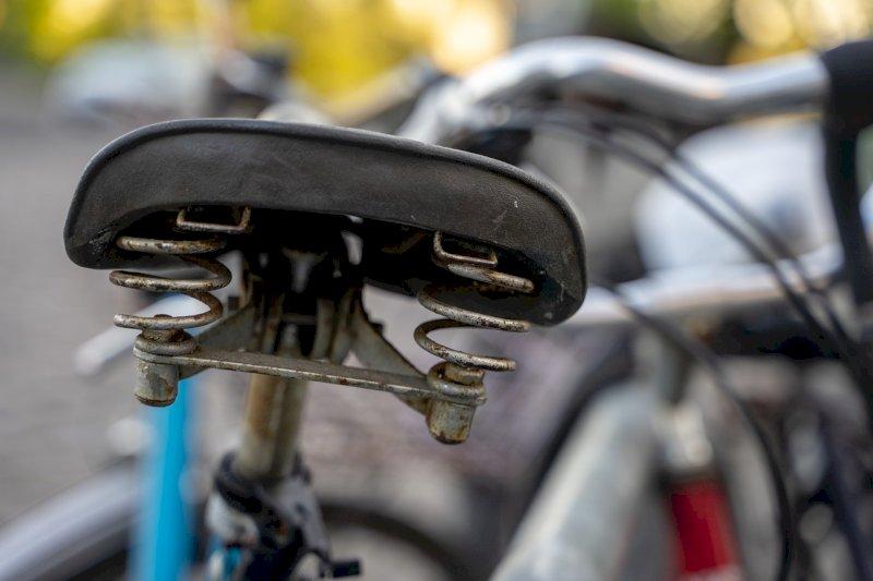 Mondovì, con una bicicletta sfondarono la porta di un negozio per rubare: condannati