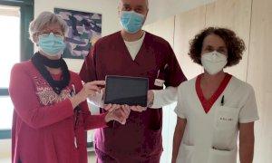 Dagli 'Amici del Cuore' un tablet per il reparto di Cardiologia dell'ospedale di Mondovì