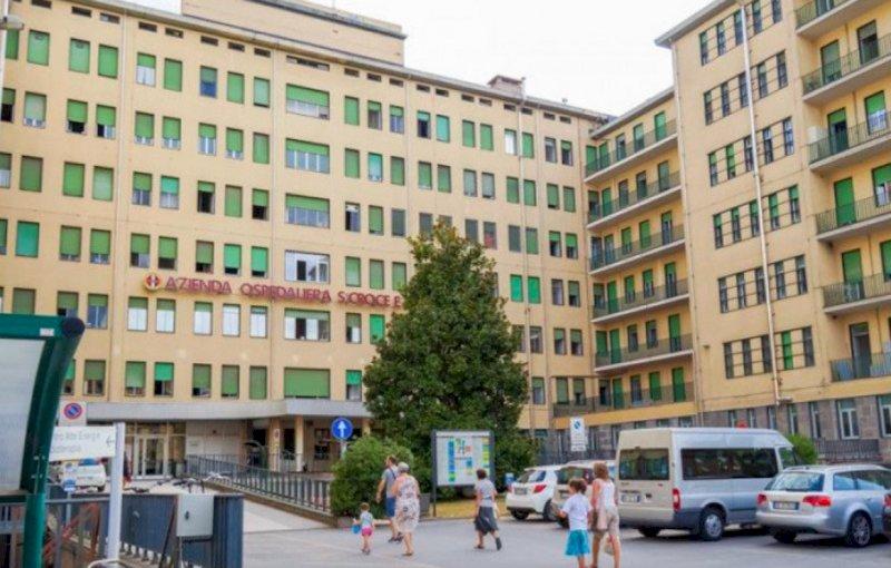 Cuneo, il Comune pagherà metà parcheggio ai dipendenti dell'ospedale (e di Amos)