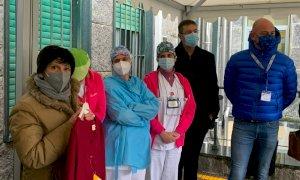 Cuneo, la maestra dell'ospedale ha una nuova divisa per insegnare in sicurezza