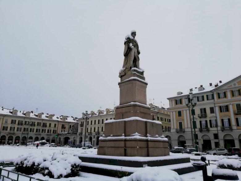 Cuneo si risveglia con 22 centimetri di neve, precipitazioni più intense nelle valli