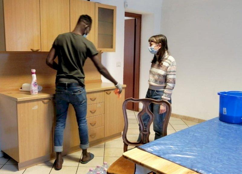La Caritas saluzzese organizza l'accoglienza per i braccianti rimasti senza alloggio