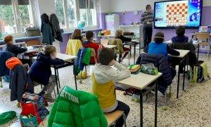Cuneo, alla scuola primaria di Bombonina un corso base di Dama